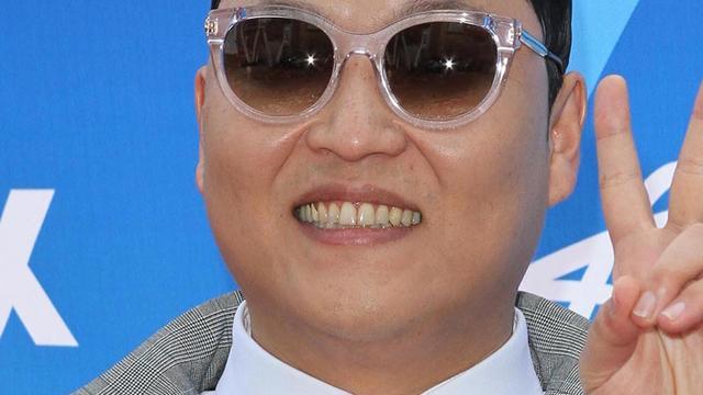 Psy uitgejoeld tijdens voetbalwedstrijd