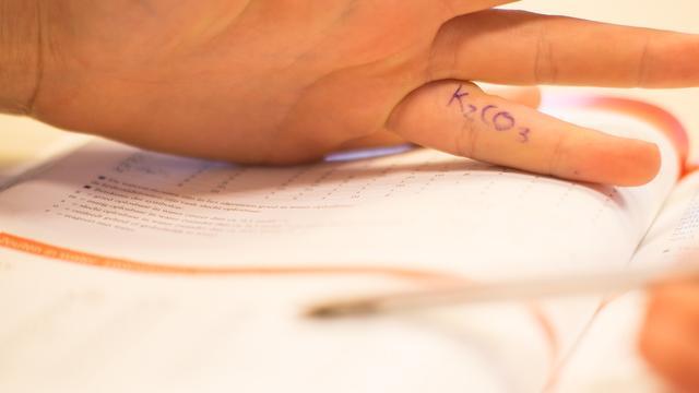 'Spieken tijdens examens is best mogelijk'