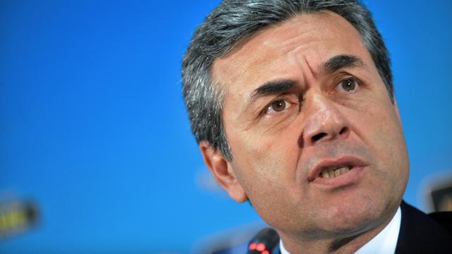 Kuijt ziet trainer vertrekken bij Fenerbahçe