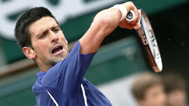 Djokovic wint eenvoudig en treft Dimitrov
