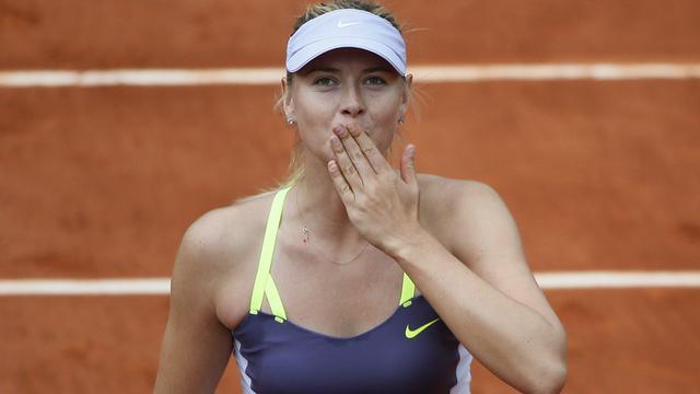 Sjarapova naar laatste zestien op Roland Garros