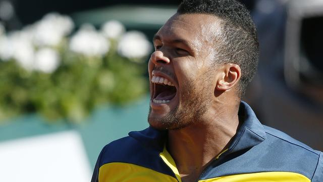 Tsonga verslaat Federer en bereikt halve finale