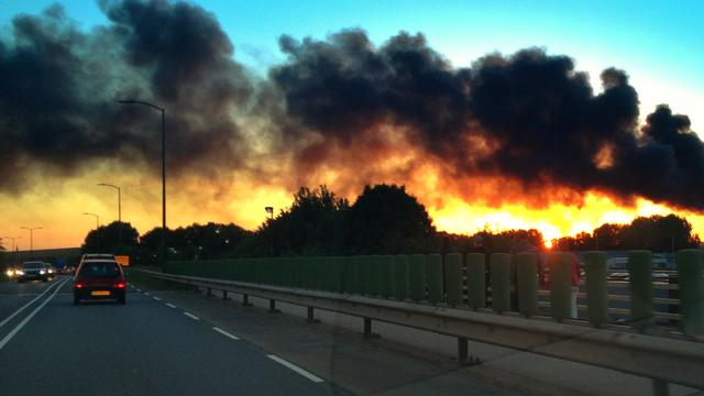 Achter de lens: Brand bij chemiebedrijf in Oosterhout