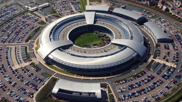 Webhosts klagen Britse geheime dienst aan om spionage