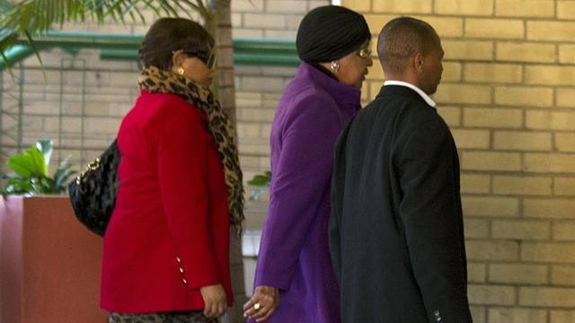 Winnie bezoekt Mandela in ziekenhuis