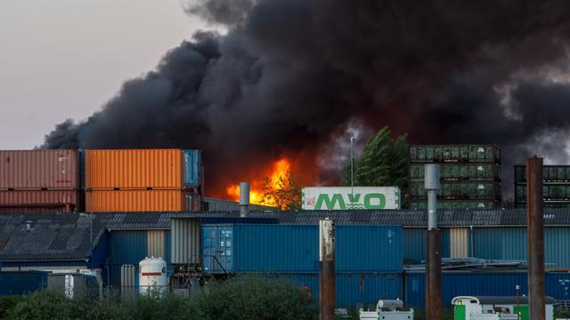 Bedrijf Oosterhout verdacht na grote brand