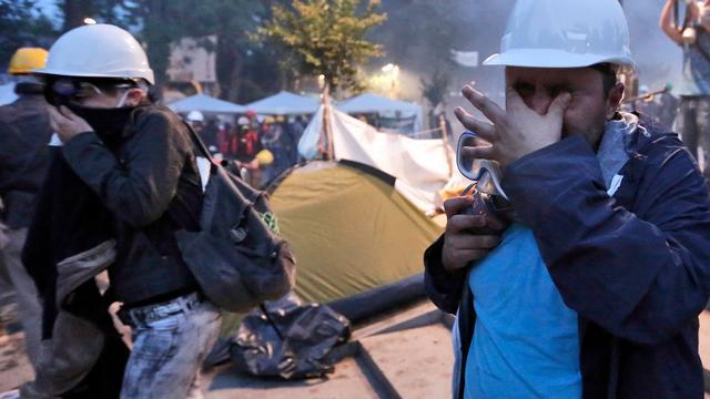 Schermutselingen politie en betogers Istanbul