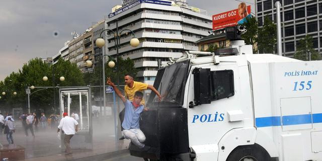 Turkse politie doet invallen bij media