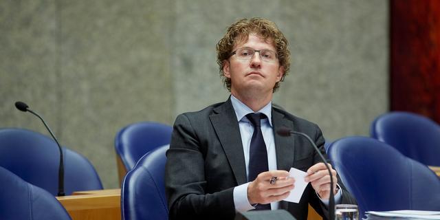 Dekker wil advies Raad voor Cultuur over toekomst omroep