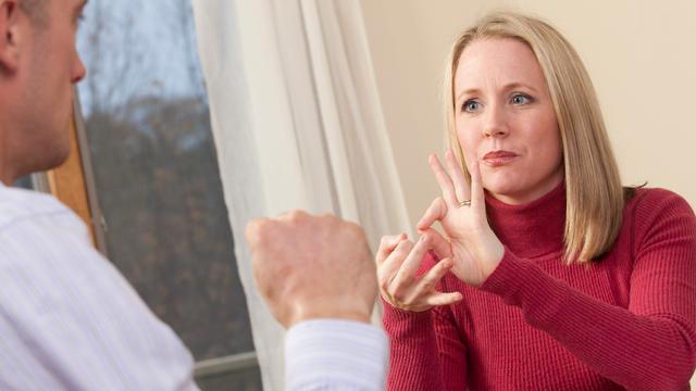 Gemeente zet online gebarentolk in voor doven en slechthorenden