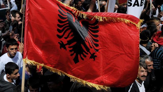 Kosovaren slaags met politie bij protesten