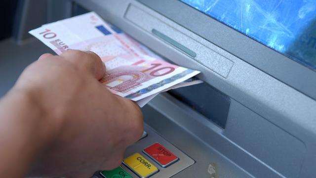 Europol arresteert meerdere mensen voor hacken pinautomaten