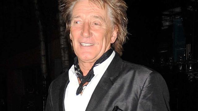 Rod Stewart aangeklaagd voor breken neus