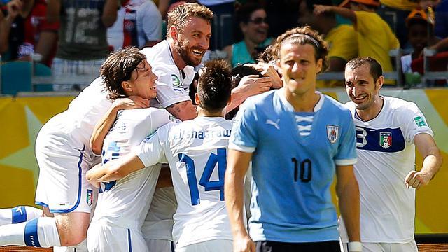 Italië na strafschoppen langs Uruguay