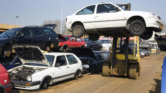 Rotterdam gaat vervuilende auto's slopen