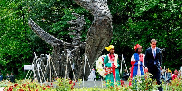 Slavernijverleden herdacht in Amsterdamse Oosterpark