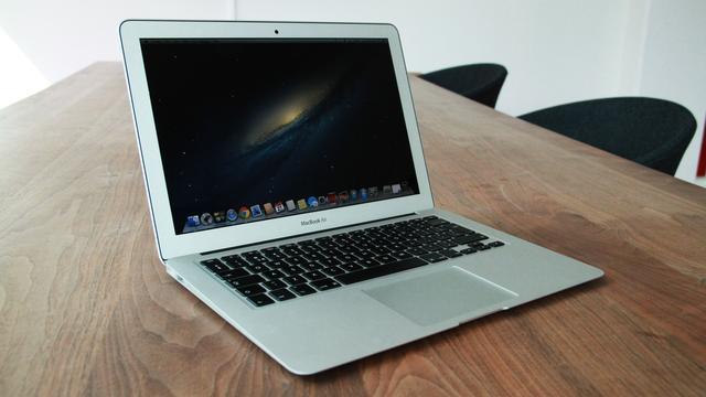 Oude Apple MacBook Pro wordt verkocht voor nieuwprijs