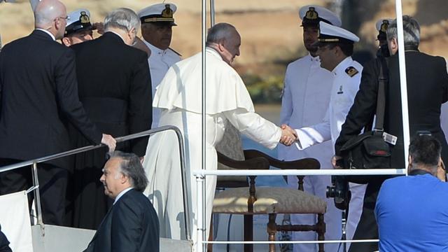 Paus hekelt onverschilligheid voor migranten