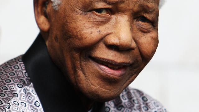 Vrouw en ex-vrouw samen aan sterfbed Mandela