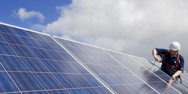 Parkmanagement Deventer wil meer zonnepanelen op bedrijfsdaken