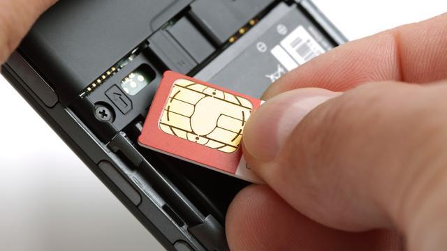 'Apple en Samsung werken met brancheorganisatie aan ingebouwde simkaart'
