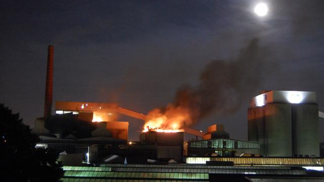 Glasfabriek in lichterlaaie in Schiedam