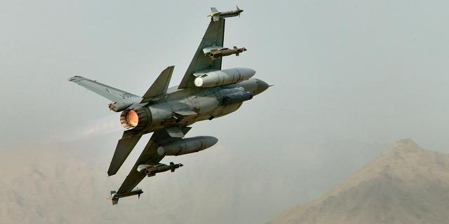Nederlandse F-16's gooien achttien bommen op IS-doelen in Irak