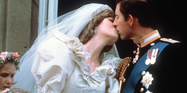 Privéfoto's van bruiloft prins Charles en lady Diana geveild