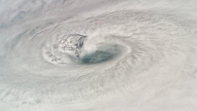 Tropische storm vormt zich boven Stille Oceaan