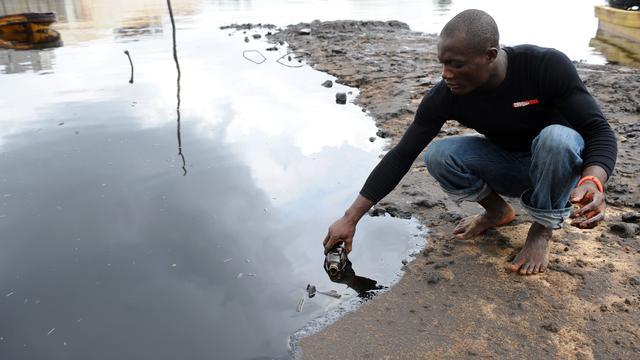Shell schikt in Nigeria voor 70 miljoen euro in zaak olielekkages