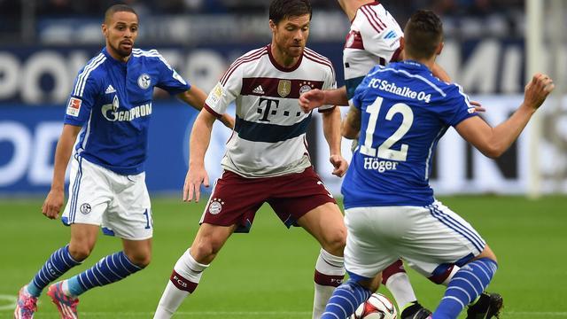 Bayern gelijk bij Schalke, Van der Vaart loopt blessure op