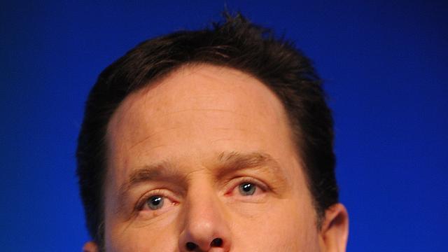Britse vicepremier Clegg besmeurd met verf