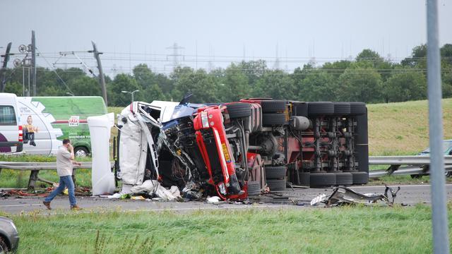 Twee doden bij ernstig ongeval op A15