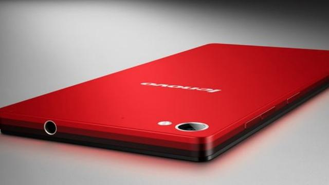 Lenovo introduceert selfie-smartphone en Windows-convertible