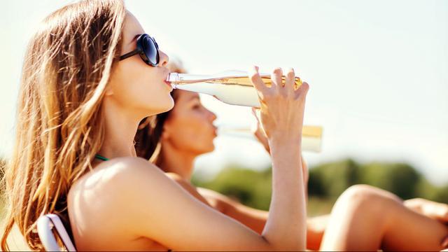'Geen bewijs slechter presteren puberbrein door alcohol'