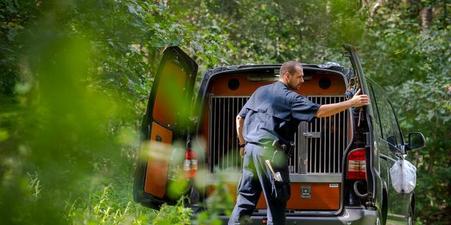 Politie doet onderzoek in loods Nispen na verdwijning Jelle Leemans