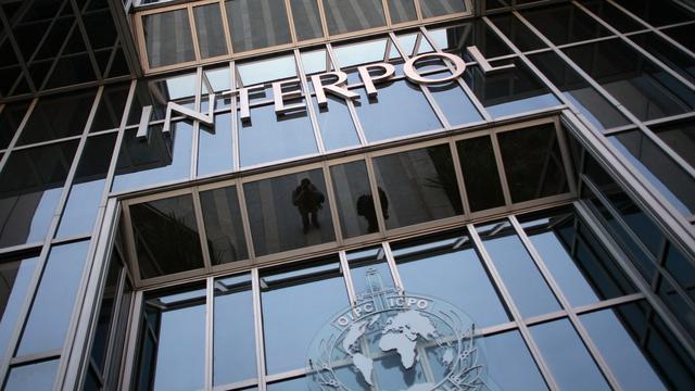 Interpol pakt zeven verdachten op wegens smokkel van duizenden mensen