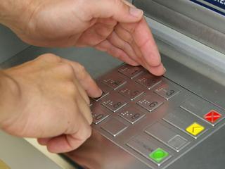 Geldautomaat slikte pasje in