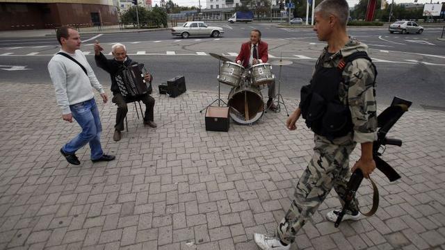 Rebellen Oekraïne halen artillerie ook weg