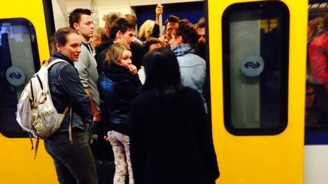 Hinder in spits van kapotte trein Schiphol