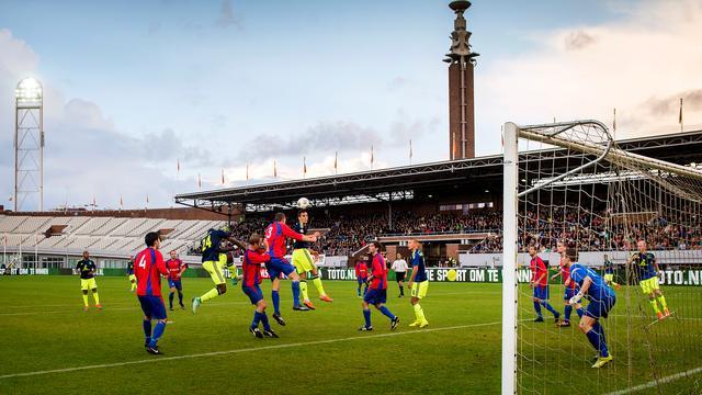 Ajax negen keer trefzeker, duel Fortuna twee keer gestaakt