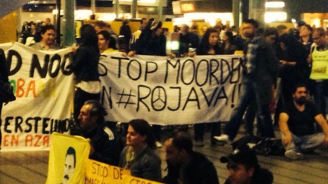 Nederlandse Koerden houden stil protest op Schiphol