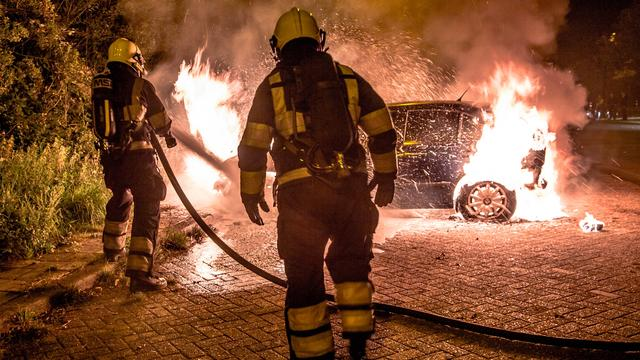Achter de lens: Auto brandt uit in Geldrop