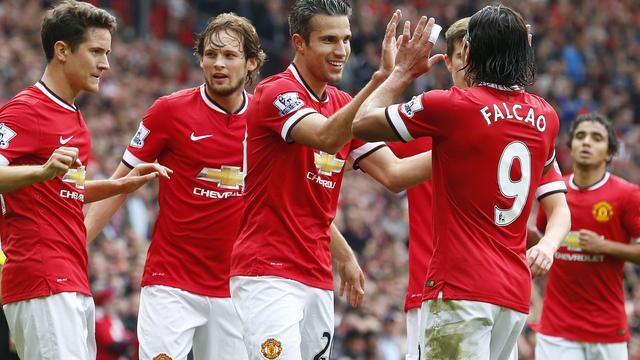 Van Persie helpt Manchester United aan tweede competitiezege