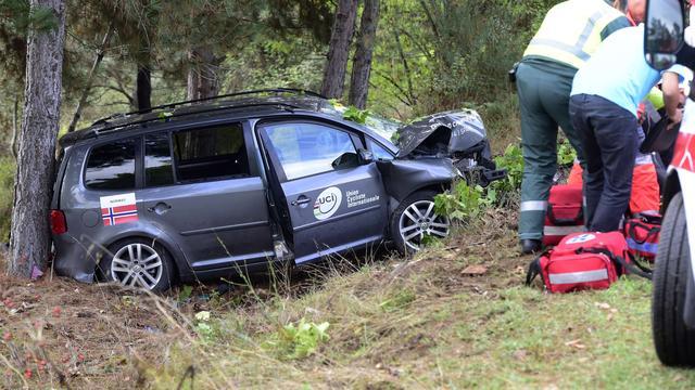 Toeschouwers bij WK gewond na crash Noorse ploegleidersauto