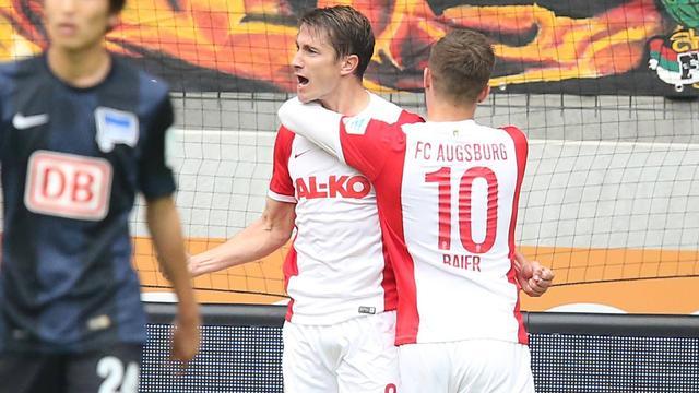 FC Augsburg wint door treffer Verhaegh, HSV verliest