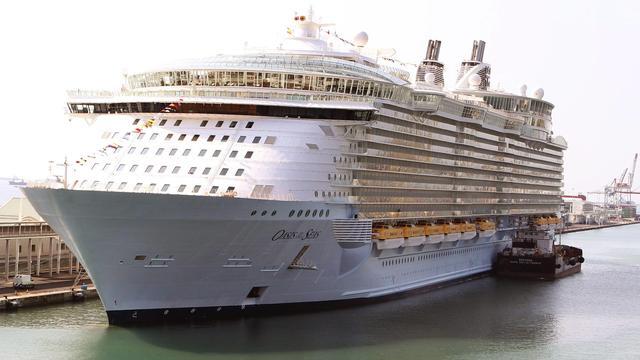 Grootste passagiersschip meert aan in Rotterdam