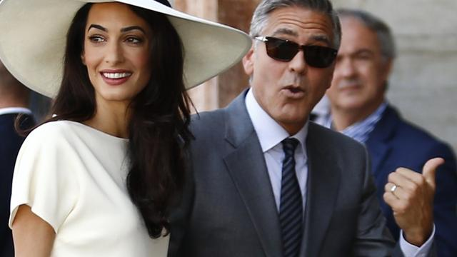 George en Amal Clooney vieren 1-jarig jubileum