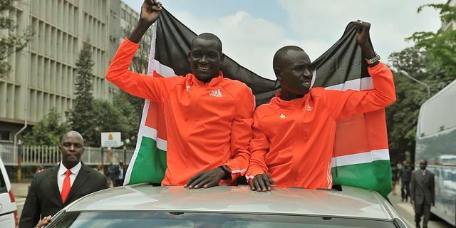 Fotoserie: Ontvangst 'marathonheld' Kimetto in Kenia