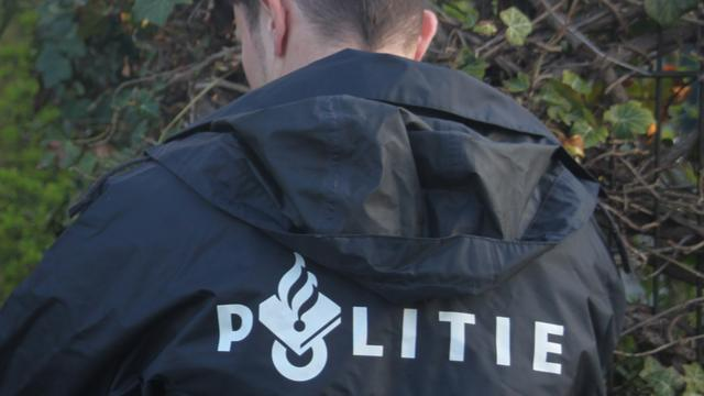 Politie zoekt overvaller van snackbar